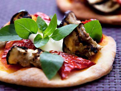 Pizza-di-melanzane-e-caprino-la-percussi